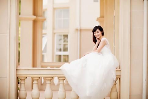 MC Thùy Linh tinh khôi với váy cưới