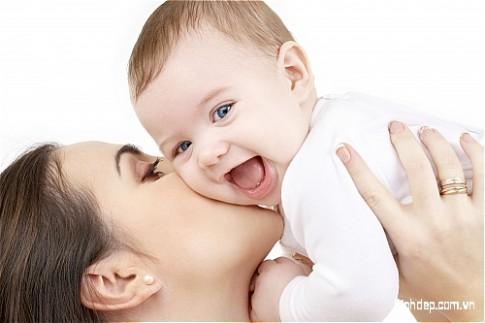 Mẹ không nói yêu thương tha thiết, không hứa hẹn điều gì, nhưng lại cho con tất cả...