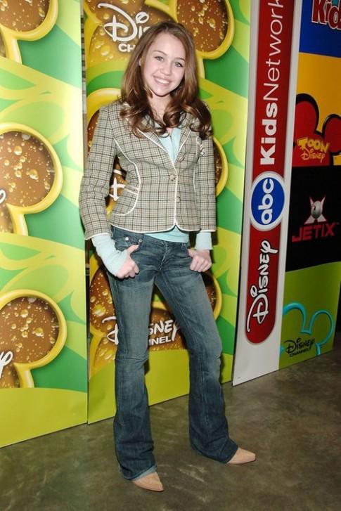 Miley Cyrus - từ công chúa Disney tới 'gái hư'