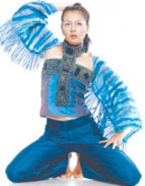 Minh Hạnh giới thiệu mẫu xuân hè 2003 tại Mỹ