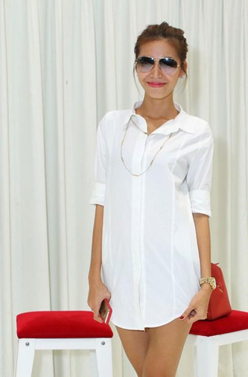 Minh Tú diện áo không quần tập catwalk