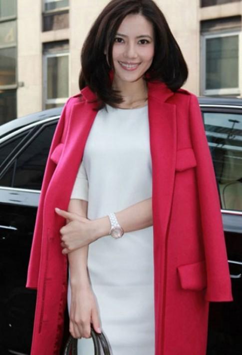 Mỹ nhân gốc Hoa sang trọng và nữ tính với áo khoác