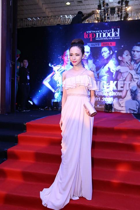 Mỹ nhân Việt đa phong cách ở thảm đỏ Next Top (2)