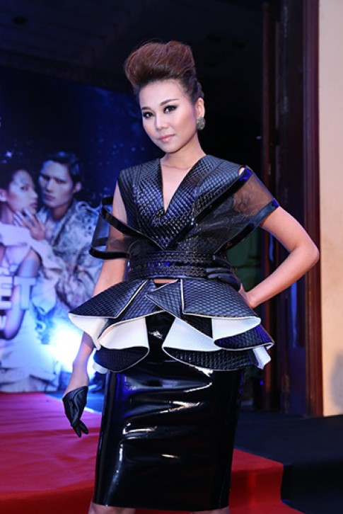 Mỹ nhân Việt đa phong cách trên thảm đỏ Next Top