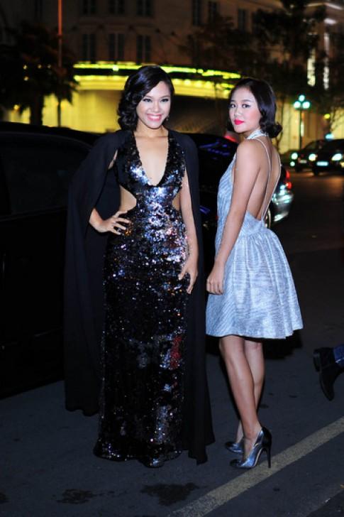 Mỹ nhân Việt gợi cảm với váy áo khoe lưng trần