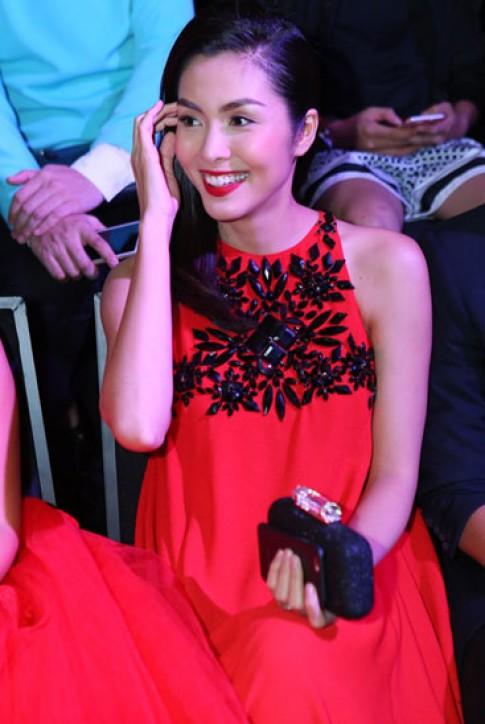 Mỹ nhân Việt quyến rũ với son đỏ tuần qua