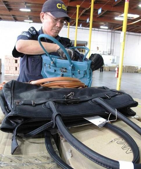 Mỹ thu giữ 1.500 túi Hermes giả đến từ Trung Quốc