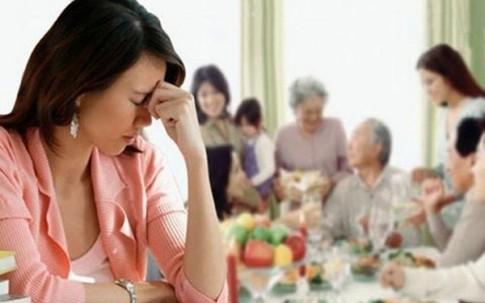 Nàng dâu méo mặt vì bố mẹ chồng thúc ép mang tiền về biếu Tết