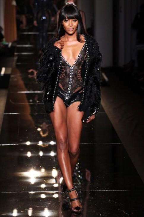 Naomi Campbell nhịn ăn 10 ngày trước khi catwalk