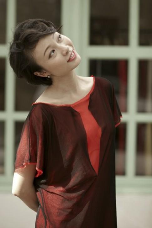 Nghệ sĩ múa Tạ Thùy Chi làm mẫu ảnh