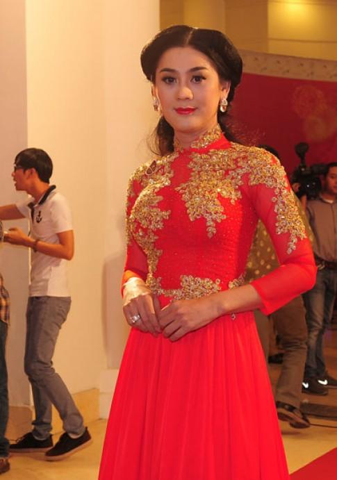 Nghệ sĩ Việt trên thảm đỏ dạ tiệc Mai Vàng 2013