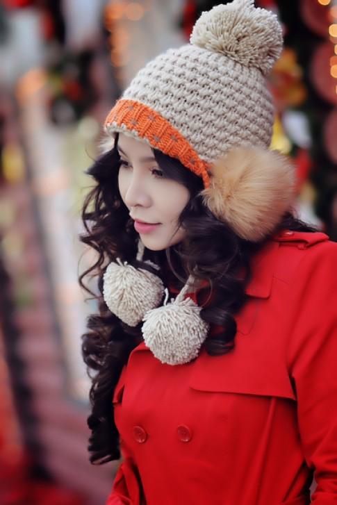 Ngọc Bích ấm áp với áo khoác mùa đông