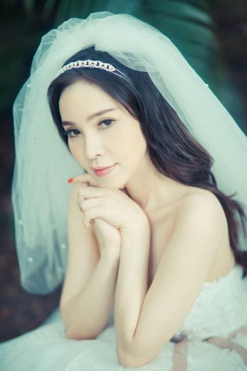 Ngọc Bích mơ màng trong váy cưới