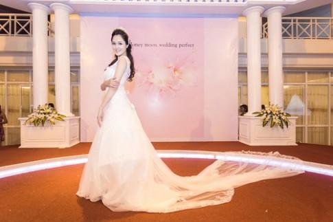Ngọc Hân khoe vai trần, Hoàng Anh mặc váy cưới
