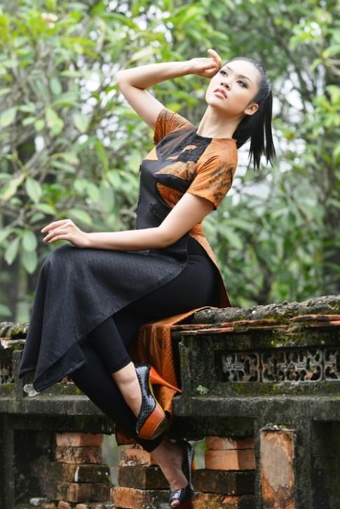 Người đẹp Đà Nẵng Xuân Trang tạo dáng với áo dài