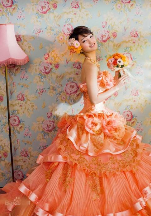 Người đẹp Nhật lộng lẫy với váy cưới