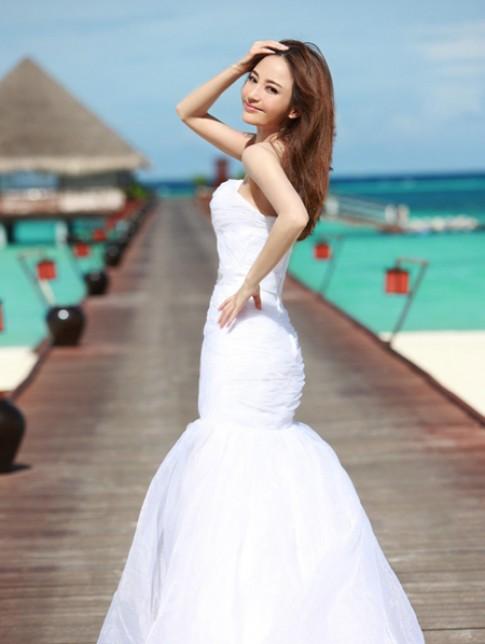 Người đẹp 'Tân hồng lâu mộng' tinh khôi trong váy cưới