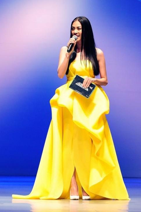 Người đẹp Việt chuộng váy áo sặc sỡ