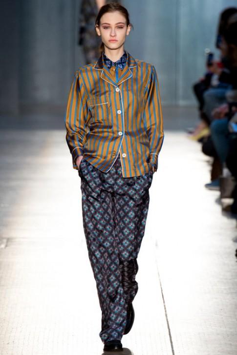 Người mẫu diện mốt đồ ngủ trong London Fashion Week