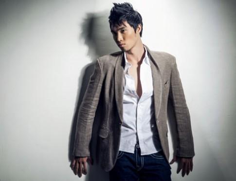 Người mẫu Quang Huân thi Manhunt 2012