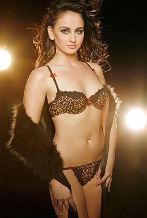 Người mẫu Sophie Price