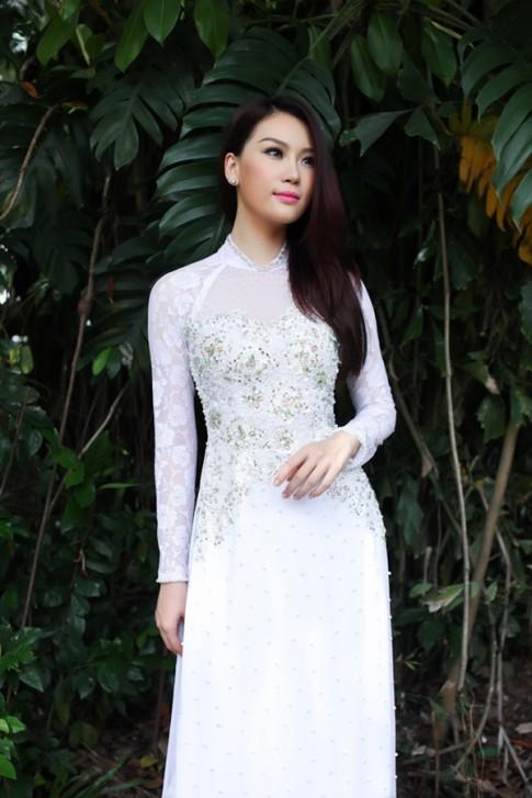 Người mẫu Thùy Linh đa phong cách với áo dài