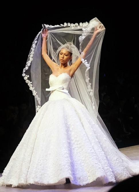 Người mẫu 'vàng thau lẫn lộn' ở Tuần thời trang quốc tế Việt Nam