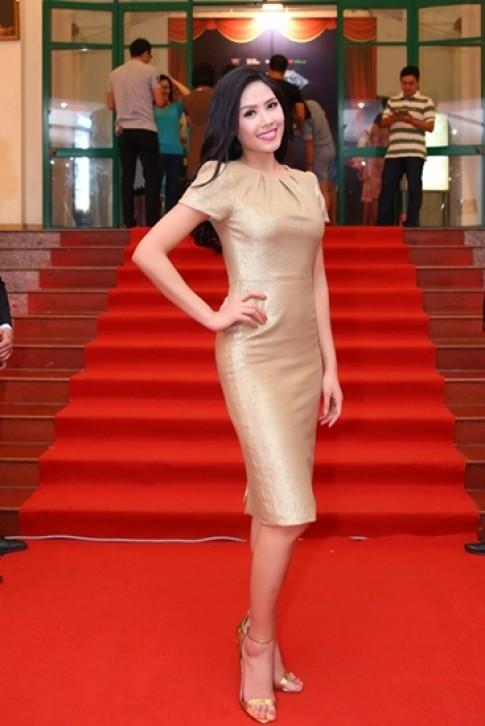 Nguyễn Thị Loan xuất hiện rạng rỡ sau Miss World