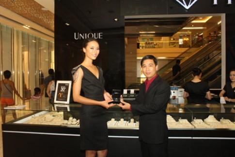 Nhẫn kim cương 200 triệu đồng của Huyền Trang