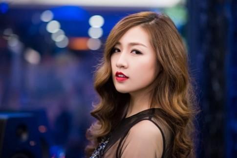 Nhiều mỹ nhân Việt cuốn hút với màu son đỏ