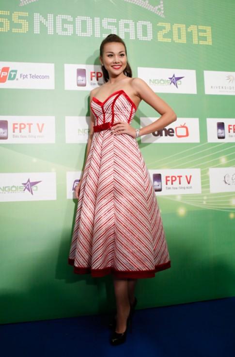 Những chiếc váy ấn tượng trên thảm đỏ Miss Ngôi Sao 2013