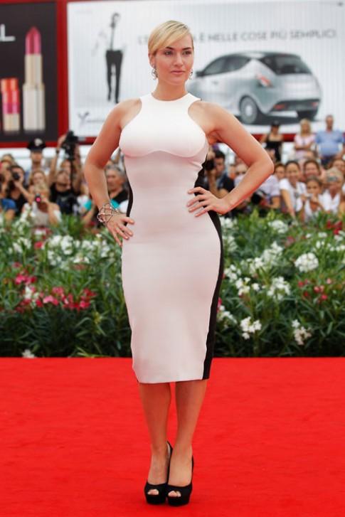 Những chiếc váy giúp minh tinh giảm béo
