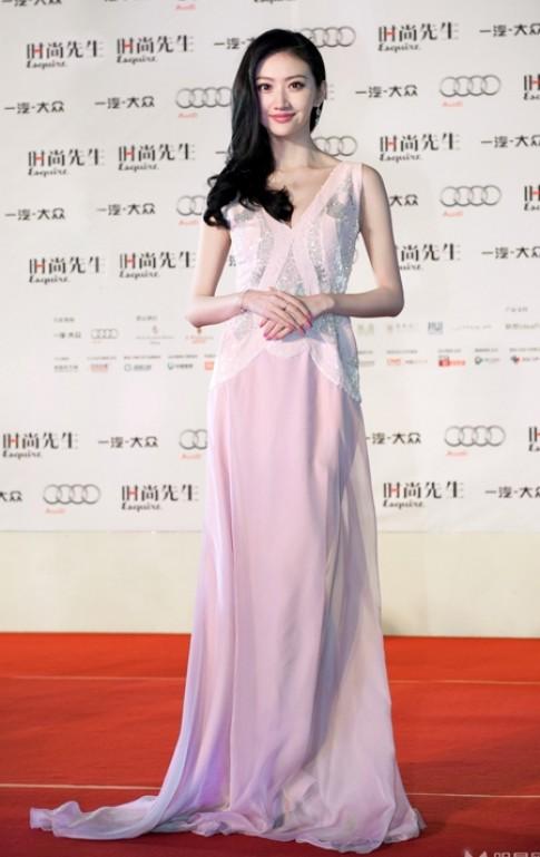 Những chiếc váy tôn vẻ ngọt ngào của Cảnh Điềm