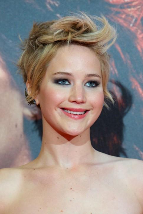 Những kiểu khuyên tai độc đáo của Jennifer Lawrence