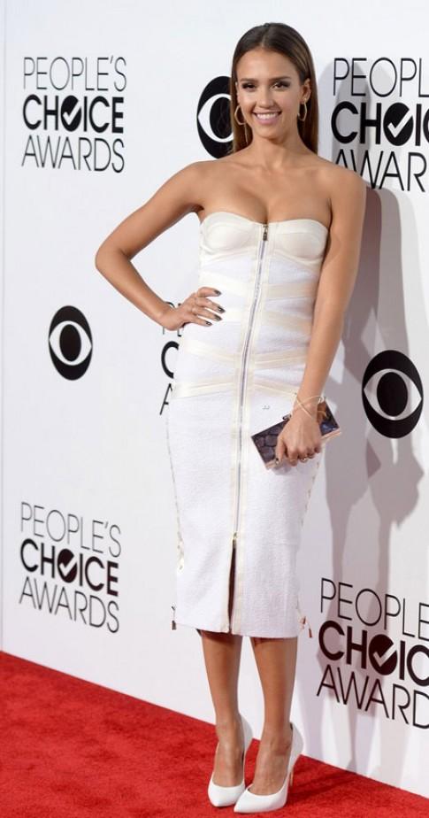 Những trang phục đẹp trên thảm đỏ People's Choice Awards