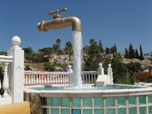 Những vòi nước bay lơ lửng trên thế giới