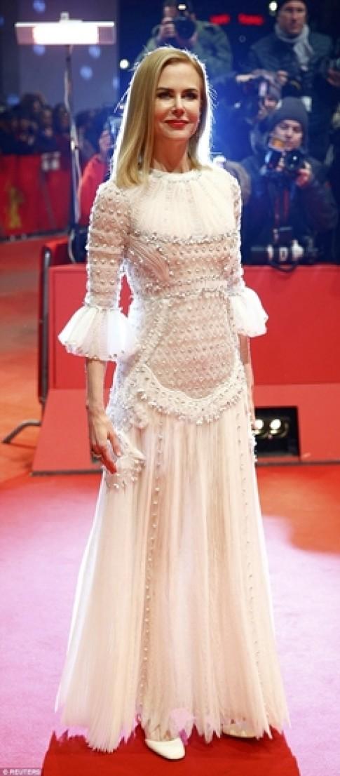 Nicole Kidman mặc đẹp nhất tuần với đầm cổ tích Valentino