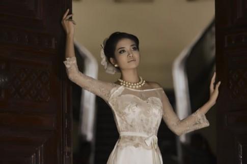 Ninh Hoàng Ngân diện áo dài cách điệu