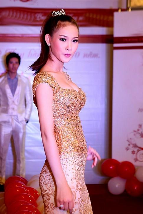Nữ hoàng Trang sức Thanh Trúc tái xuất sàn diễn áo cưới