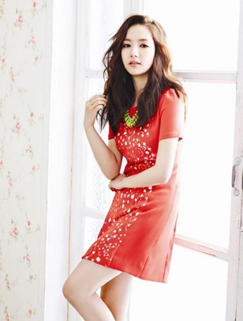 Park Min Young rạng rỡ ngày hè