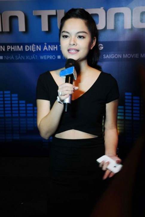 Phạm Quỳnh Anh thon gọn sau sinh