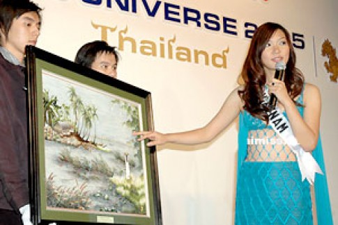 Phạm Thu Hằng nỗ lực tại Miss Universe 2005