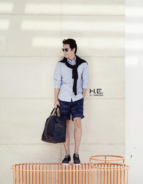 Phan Anh lịch lãm với trang phục H.E. By Mango