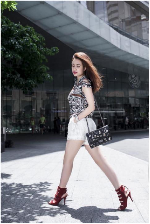 Phong cách thời trang cá tính của Hoàng Thuỳ Linh