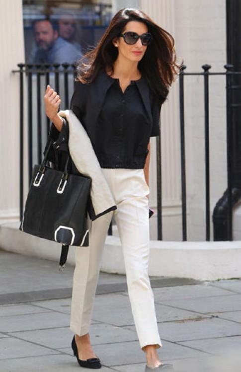 Phong cách thời trang của người tình George Clooney