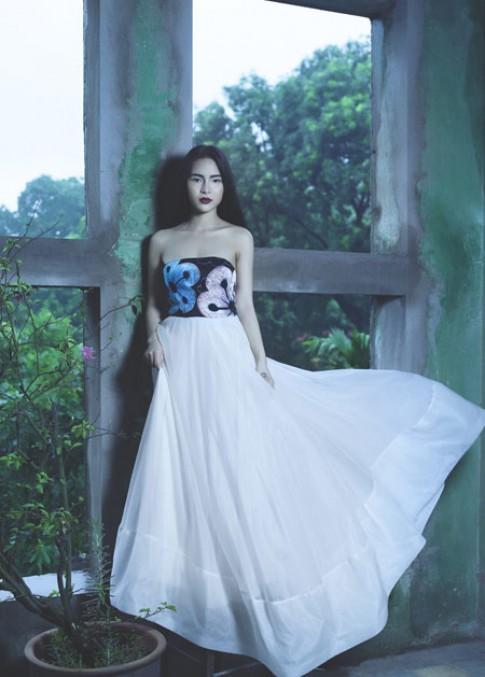 Phương Đông cởi mở trong trang phục Hà Linh Thư