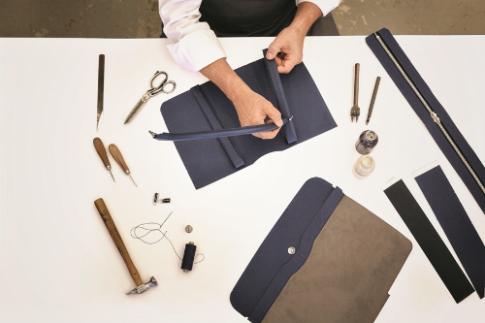 Quá trình tạo nên túi da 'made in Italy' tại Hugo Boss
