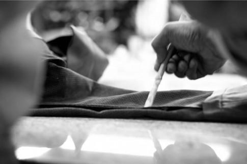 Quy trình sản xuất áo khoác da của thương hiệu lớn