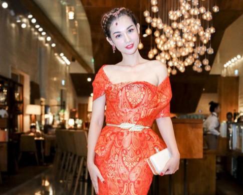 Quỳnh Chi vào top trang điểm đẹp nhờ tán mắt cam táo bạo