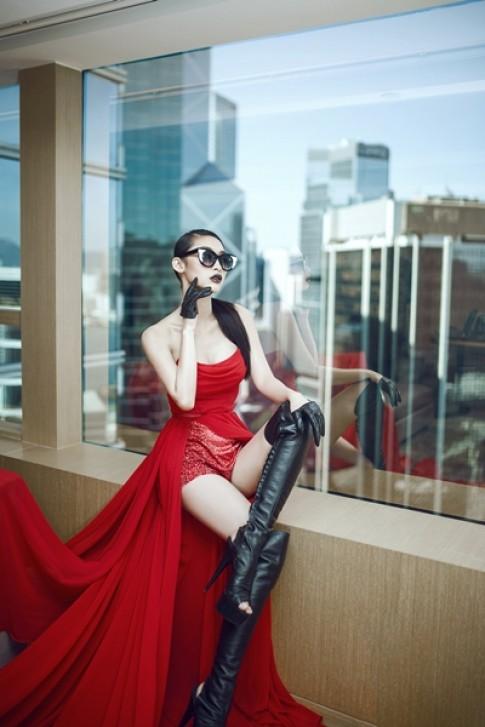 Quỳnh Thy nóng bỏng với váy dạ hội ở Hong Kong